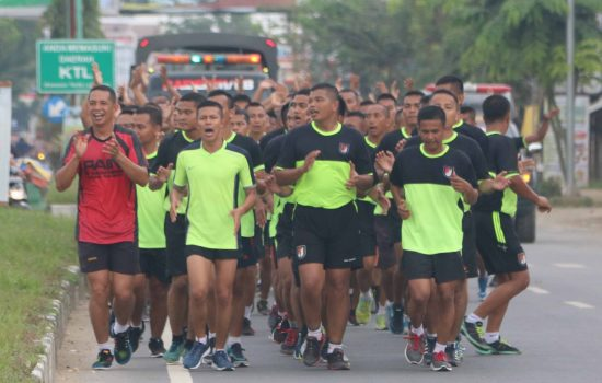 Prajurit Raider Khusus 111 Lari Pagi 15 Kilometer