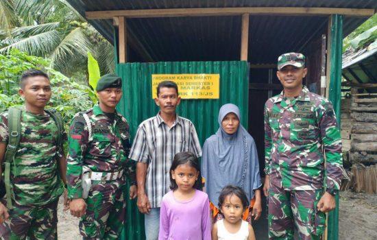 Yonif RK 113/JS Beri Bantuan Pembuatan Jamban Kepada Masyarakat Kurang Mampu