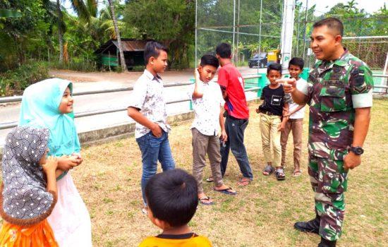 Ini Cara Babinsa Koramil 18/Ingin Jaya Berbagi Ilmu Kepada Anak-Anak Desa Binaannya