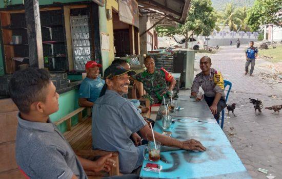 Babinsa Koramil Sukajaya Komsos dengan Masyarakat