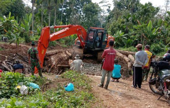 Warga Desa Plue Pakam Bersyukur Atas Pembangunan Jembatan oleh Satgas TMMD kodim 0103/Aut
