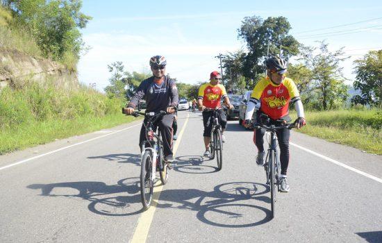 Kasdam IM Turut Meriahkan Road Bike Tour De Gayo, Star Bireuen Finis Takengon