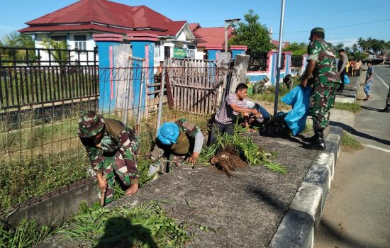 Dandim Aceh Jaya besama Staf dan warga Bersihkan Panti Sosial.