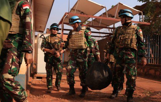 Lagi-lagi Warga Bangui Serahkan Fuse Mortir 81 MM Kepada Satgas Kizi Konga Minusca