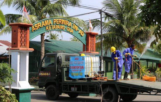 Cegah Corona, Asrama TNI Disemprot Cairan Disinfiktan