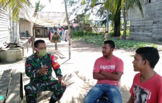 Komsos ke Desa Binaan, Babinsa Himbau Masyarakat Nelayan Waspadai Cuaca Buruk dan Gelombang Tinggi