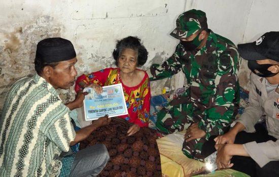 Babinsa Jajaran Kodim Aceh Selatan Damping Penyaluran BLT DD Tahap III Kepada Masyarakat Penerima Manfaat