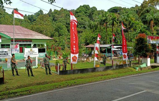 Pemasangan bendera merah putih dan umbul – umbul di jajaran Kodim 0115/Simuelue dalam rangka HUT TNI ke 75
