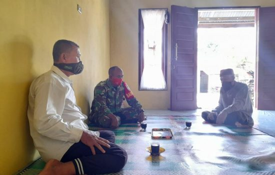 Babinsa Koramil 04/Sawang Bangun Suasana Keakraban Dan Keharmonisan Dengan Warga Desa Binaan